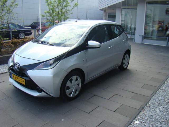 Toyota-Aygo-Toyota Aygo 1.0 VVT-i x-play vol optie's-OrangeFinancialLease.nl